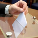 Bulletin de vote dans l'urne